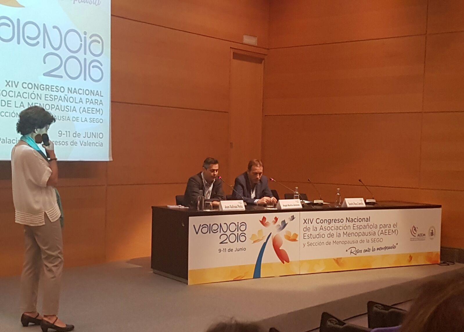 El Dr. J. Salinas participa junto al Dr. Ángel Martín en una tertulia en el XIV Congreso Nacional de la Asociación para el Estudio de la Menopausia (AEEM) y Sección de Menopausia de la SEGO celebrado en Valencia.